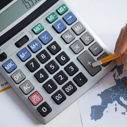 cropped_view_of_man_hand_working_with_calculator_1262_3197